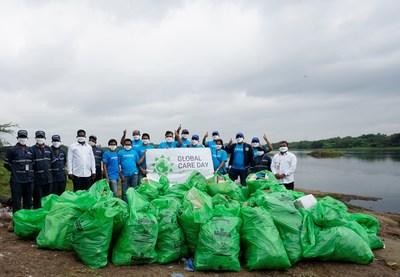 Como parte del 22.° Global Care Day de LyondellBasell, los voluntarios de Pune, India limpiaron desechos plásticos con el grupo Swachh Pune - Swachh Bharat alrededor del río Mula-Mutha. Los desechos plásticos se acumularon cerca del río después del monzón de julio.